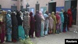 Ngày 31/10 là giai đoạn đầu tiên của cuộc bầu cử 3 giai đoạn tại tỉnh Sindh và tỉnh Punjab ở miền đông.
