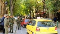 سربازان در ایستگاه های بازرسی در خیابان های شهر تونس مستقر شده اند