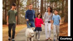 佐治亞州參議員歐曉瑜和丈夫以及3個孩子和狗。 (照片經歐曉瑜本人同意使用)