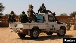 지난 1월 아프리카 말리의 유엔 평화유지군이 트럭을 타고 아구엘혹 지역을 순찰하고 있다.
