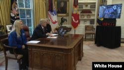အာကာသထဲ အခ်ိန္အၾကာဆံုးရွိသူကို Trump ဖုန္းဆက္ခ်ီးက်ဴး
