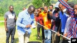 Kizza Besigye principal candidat de l'opposition rival au président sortant ougandais Yoweri Museveni, à la président tenue le 18 février 2016 en Ouganda