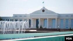 Oliy Majlis Senati va Qonunchilik palatasi tarkibi o'zgarishi kutilmoqda. Jamoatchi faollar nazarida esa bu biror siyosiy o'zgarish bo'ladi degani emas.