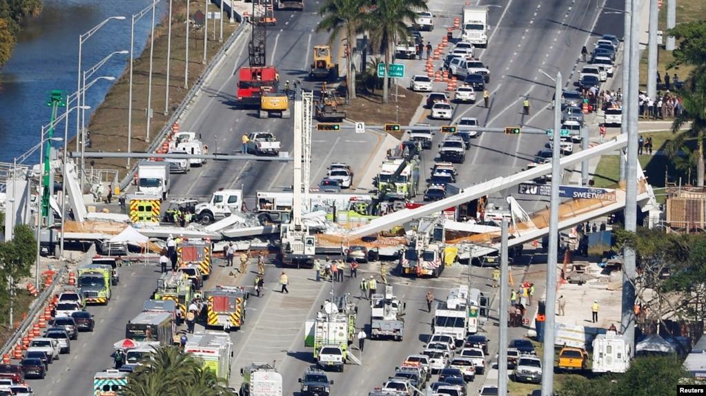 Cây cầu sập ở Miami, Florida, nhìn từ trên cao