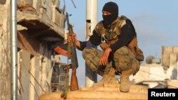 Un miembro del Frente Al-Nusra en la ciudad de Ariha al noroeste de Siria.