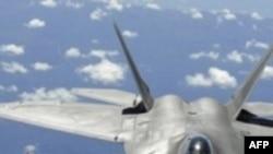 Chiếc máy bay của Trung Quốc trong các bức ảnh trông giống như máy bay tàng hình F-22 của Hoa Kỳ (hình trên)