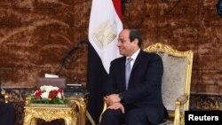 Le président égyptien Abdel Fattah al-Sissi, à droite, au palais présidentiel Ittihadiya au Caire, en Égypte, le 10 juin 2018