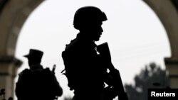په ننګرهار کې چارواکي وايي د داعش ډلې پر ضد عملیات روان دي
