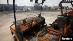 2014年6月10日塔利班武裝分子襲擊後的卡拉奇真納國際機場停機坪。