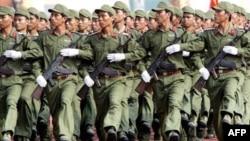 """Bộ trưởng Quốc phòng Việt Nam cho biết một ưu tiên trong kế hoạch quốc phòng hiện nay là xây dựng một số binh chủng, lực lượng tiến thẳng lên chính qui, hiện đại để bảo vệ đất nước trong """"tình hình mới"""""""