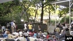 Khu khám bệnh của tổ chức Bác sĩ Không biên giới được dựng tạm gần thủ đô Port-au-Price của Haiti