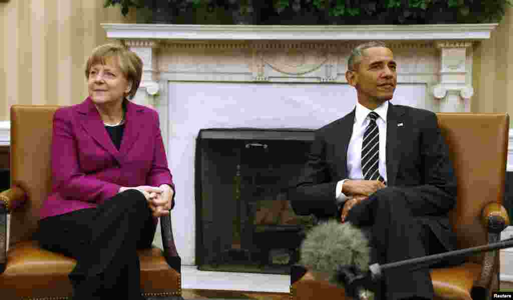 U.S. President Barack Obama and German Chancellor Angela Merkel are seen ahead of crisis talks on Ukraine at the White House in Washington, Feb. 9, 2015.