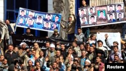 Relatives of Egyptian Coptic Christian workers who were kidnapped in the Libyan city of Sirte, take part in a protest to call for their release, in Cairo, February 13, 2015. (REUTERS/Mohamed Abd El Ghany)