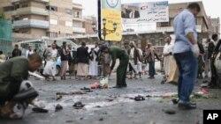Hiện trường đẫm máu sau vụ tấn công tự sát tại Sanaa, Yemen, ngày 9/10/2014.