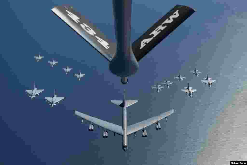 یگان نظامی بمبافکنی که آمریکا به همراه ناو هواپیمابر یواساس آبراهام لینکلن راهی منطقه کرده، شامل هواپیماهای بی – ۵۲ استرتوفورترس است.