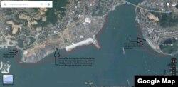 Các khu vực thuộc vùng đệm di sản thiên nhiên Vịnh Hạ Long mà Sun Group và Vingroup đang ồ ạt san lấp (nằm bên trong 2 đường màu đỏ). Lưu ý: (i) phần lớn đường Hạ Long trước kia nằm sát bờ biển; (ii) hình ảnh trên Google Map trễ một thời gian so với trên