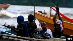 Para anggota kelompok militan Niger Delta Avengers (foto: dok).