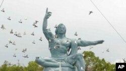ອະນຸສາວະລີ Peace ຫລືສັນຕິພາບທີ່ເມືຶອງນາກາຊາກິ, ຍີ່ປຸ່ນ ວັນທີ 9 ສິງຫາ 2011
