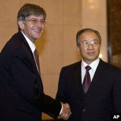 美国副国务卿斯坦伯格和中国国务委员戴秉国2010年12月16日在北京