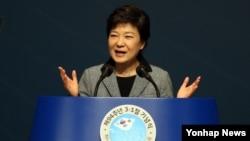 1일 한국 서울 세종문화회관에서 열린 제94주년 3ㆍ1절 기념식에서 기념사를 하는 박근혜 대통령.
