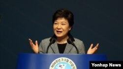 1일 서울 세종문화회관에서 3.1절 기념사를 하는 박근혜 한국 대통령. (자료사진)