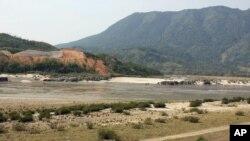 密松位於緬甸北部克欽邦﹐在邁立開江和恩梅開江兩條河流匯合成伊洛瓦底江的地方 (20112年3月31日照片)