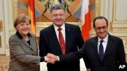 Tổng thống Pháp Francois Hollande và Thủ tướng Đức Angela Merkel có mặt tại Kyiv để đưa ra một kế hoạch ngưng bắn.