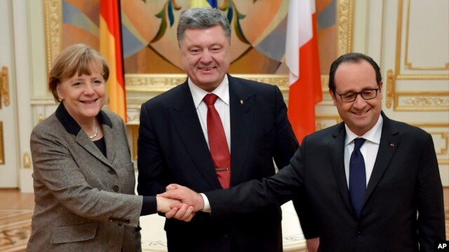 Ukrainian President Petro Poroshenko, center, German Chancellor Angela Merkel, left, and French President Francois Hollande show solidarity during their meeting in Kyiv, Ukraine, Feb. 5, 2015.