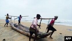 Hindistan'da Kasırga Can Kaybına Yolaçtı