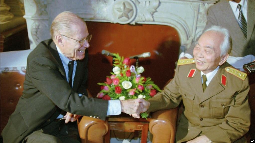 Tướng Giáp trong một hội nghị cấp cao