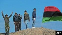 """Một nguồn tin quân sự Libya được trích lời nói rằng thành phố """"Brega giờ đã sạch bóng các băng đảng vũ trang."""""""