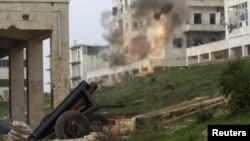 یک خمپاره انداز محلی ساز که شورشیان با آن به نیروهای هوادار اسد در شهر مرزی حلب حمله کرده اند. دسامبر ۲۰۱۴