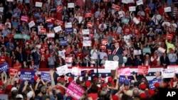 TT Trump phát biểu tại một cuộc vận động bầu cử hôm thứ Hai 5/11/2018, tại Cape Girardeau, bang Missouri.