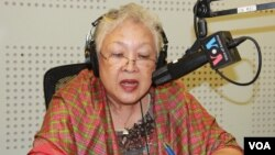 "Thida Khus, executive director of SILAKA, joins VOA Khmer's Hello VOA radio call-in show Thursday, June 4, 2015, to discuss ""Women's Participation in Economic Development when ASEAN Economic Community is integrated in late 2015."" (Lim Sothy/VOA Khmer)"