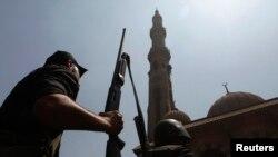 Pasukan keamanan Mesir berhasil menguasai masjid Al-Fatah di Lapangan Ramses, Kairo (17/8).