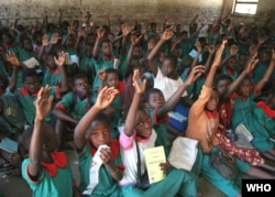 School children in Malawi participate in a class on malaria and how to protect themselves. (WHO Photo)