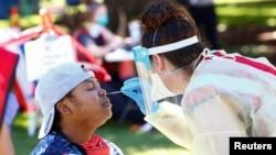 Test de dépistage du coronavirus (COVID-19) à Denver, Colorado, États-Unis, le 20 juin 2020.