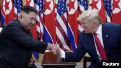 شمالی کوریا نے ایسے موقع پر میزائل تجربہ کیا ہے جب جمعے کو صدر ڈونلڈ ٹرمپ نے ایک بیان میں کہا تھا کہ امریکہ کے شمالی کوریا کے ساتھ بہت اچھے تعلقات ہیں۔ (فائل فوٹو)