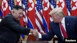 美國總統特朗普和北韓領導人金正恩星期天在三八線上的板門店非軍事區舉行的非正式會談。