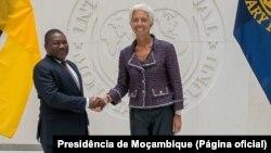 Filipe Nyusi, Presidente de Moçambique, e Christine Lagarde, directora-geral do FMI, em Washington, em Setembro.