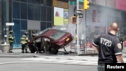 Yon machin ki antre sou pyeton nan Times Square, New York epi touye 1 moun e blese 12 lòt. 18 me 2017.