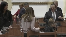 Shqipëri, opozita braktis parlamentin