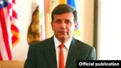 Thị trưởng thành phố Santa Ana Miguel Pulido.