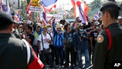 Thai soldiers stand in front of anti-government protesters during a rally during the cabinet meeting at the Army Club, Jan. 28, 2014 in Bangkok, Thailand.