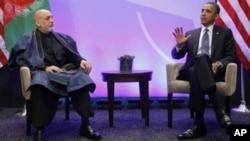 A Chicago, le président américain (à dr.) s'est entretenu avec son homologue afghan, Hamid Karzai.
