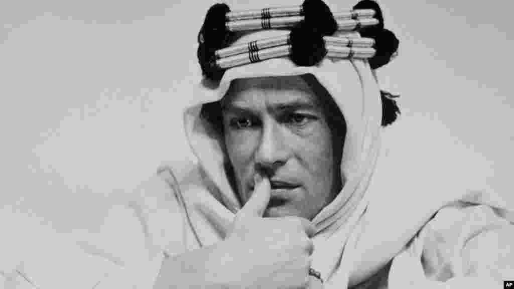 """Peter O'Toole o carismático actor de """"Lawrence da Arábia"""" e nomeado oito vezes para os Óscares morreu aos 81 anos, vítima de doença prolongada. O'toole morreu a 14 de Dezembro."""