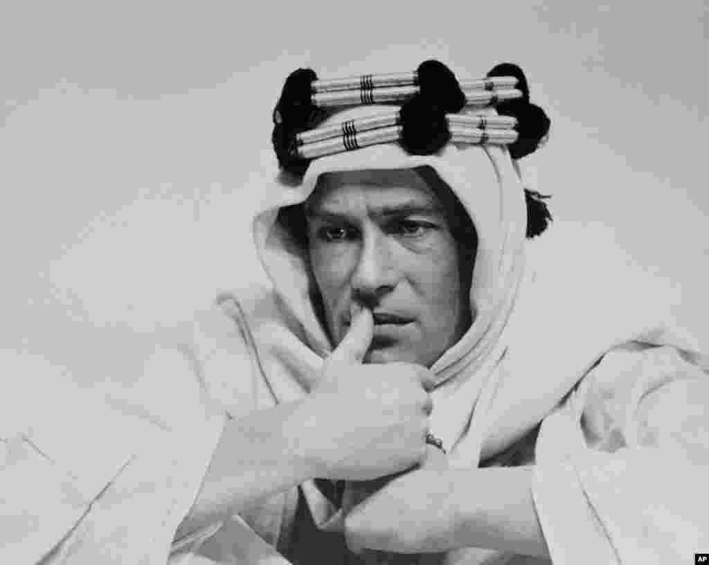 بازی در فیلم لورنس عربستان، پیتر اوتول را به ستاره تبدیل کرد. تاریخ این عکس مشخص نیست.