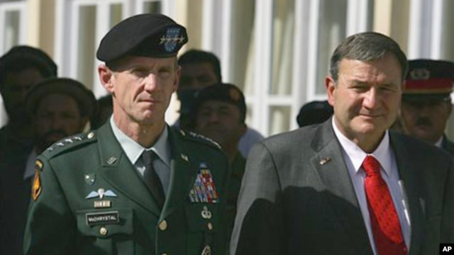 General Stanley McChrystal, left, with Ambassador Karl Eikenberry at a memorial ceremony in Kabul last fall
