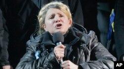 Bà Tymoshenko là một trong những lãnh tụ của cuộc Cách mạng Cam Ukraina năm 2004 và là cựu thủ tướng dưới thời Tổng thống mới Viktor Yushchenko