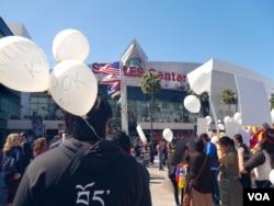 Balloons 气球上写的是自焚藏人的名字(美国之音国符拍摄)